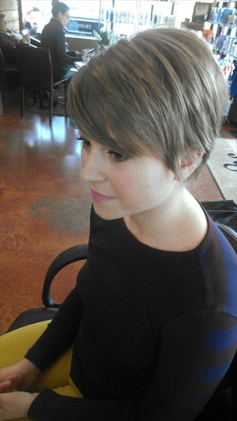 Funky short pixie haircut with long bangs ideas 24