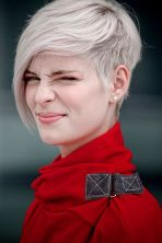 Funky short pixie haircut with long bangs ideas 30