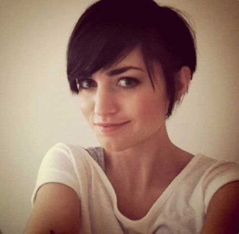 Funky short pixie haircut with long bangs ideas 39