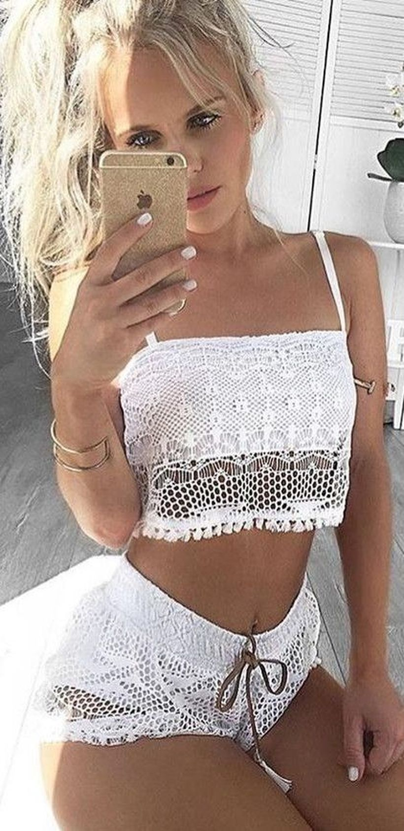 Gorgeous white two piece outfits ideas 17