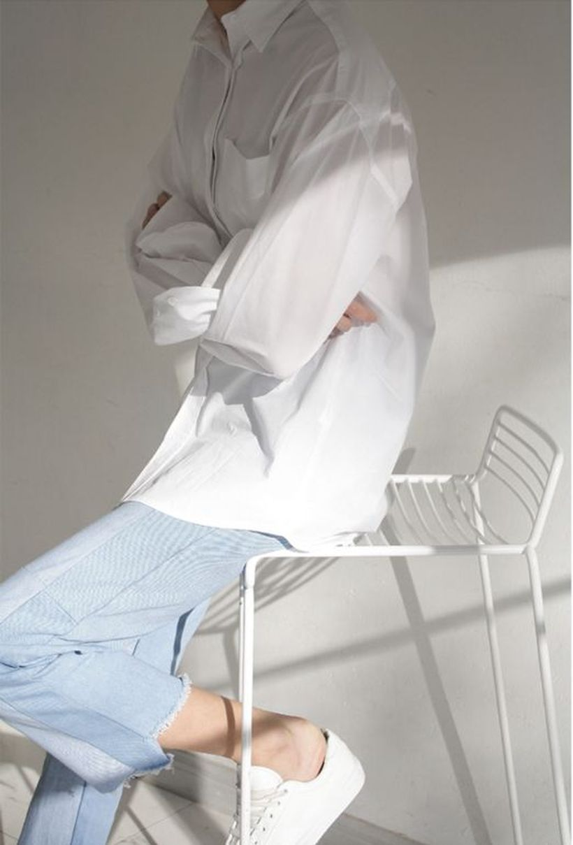 Oversized white shirt with jeans outfits ideas 19