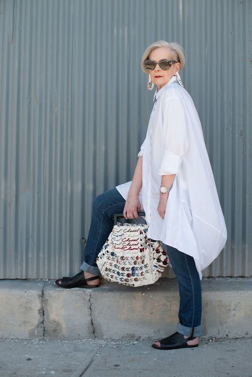 Oversized white shirt with jeans outfits ideas 3
