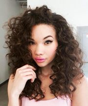 Stylist naturally curly haircuts ideas 13