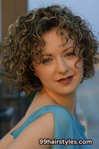 Stylist naturally curly haircuts ideas 17