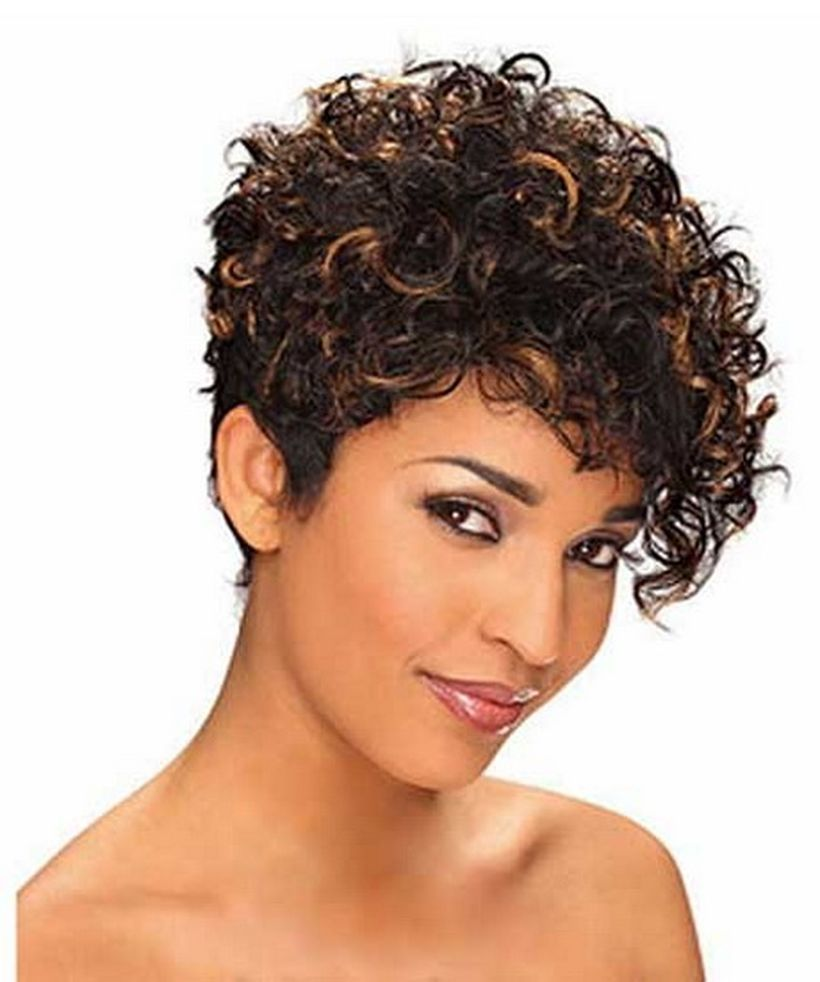 Stylist naturally curly haircuts ideas 38