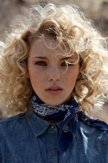 Stylist naturally curly haircuts ideas 9