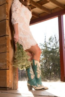 Vintage wedding outfit with country boots 24
