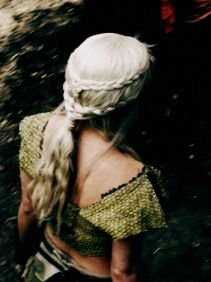 Amazing khaleesi game of thrones hairstyle ideas 38