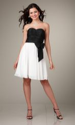 Amazing white short dresses ideas for party outfits 15