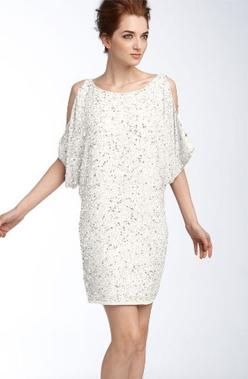 Amazing white short dresses ideas for party outfits 22