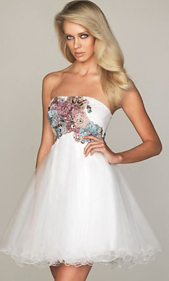 Amazing white short dresses ideas for party outfits 43