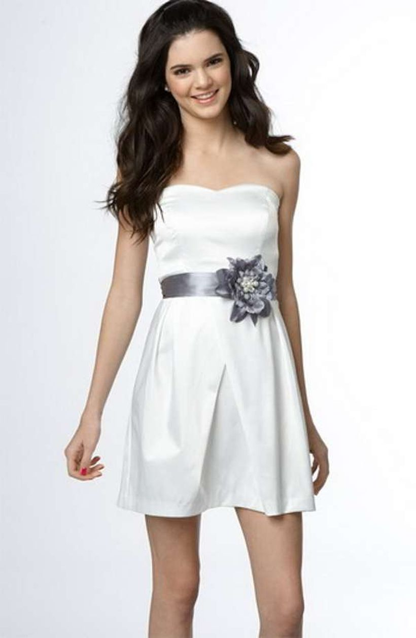 Amazing white short dresses ideas for party outfits 45