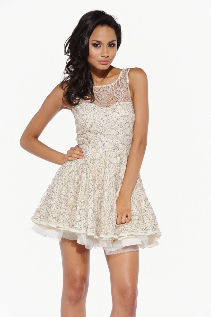 Amazing white short dresses ideas for party outfits 47
