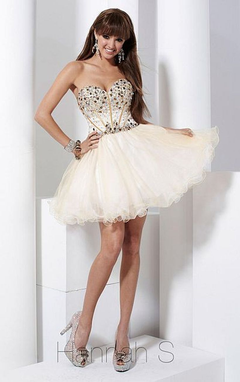 Amazing white short dresses ideas for party outfits 6