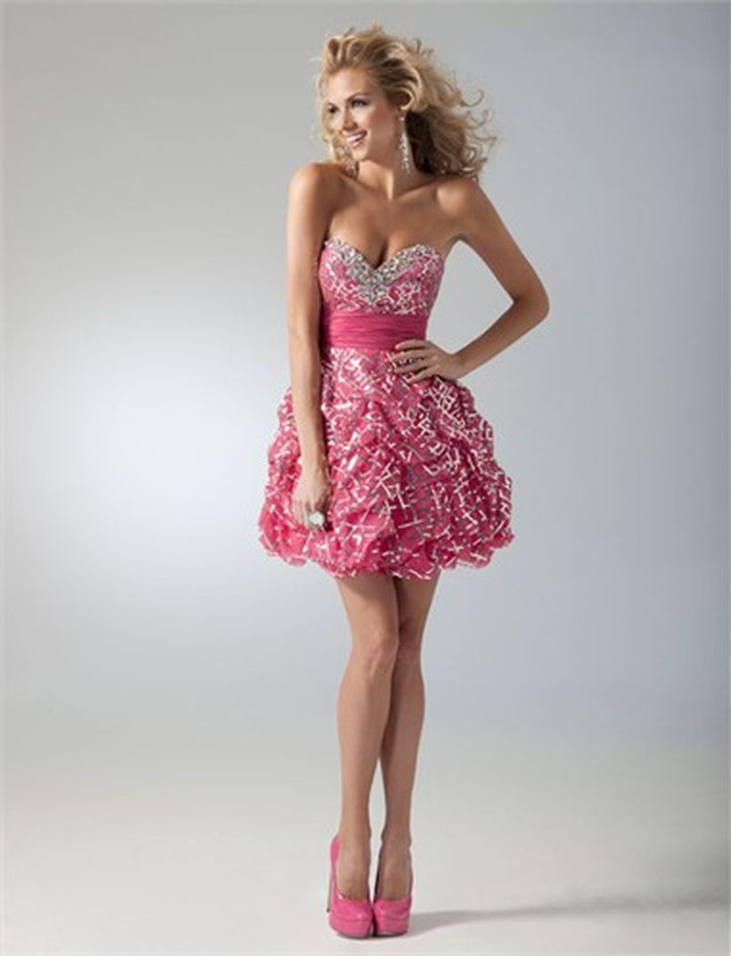 Awesome teens short dresses ideas for graduation outfits 10