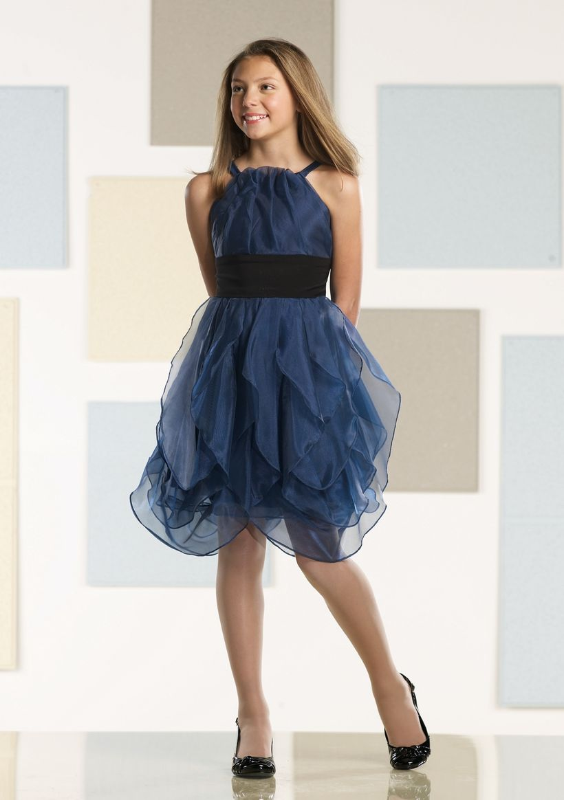 Awesome teens short dresses ideas for graduation outfits 109