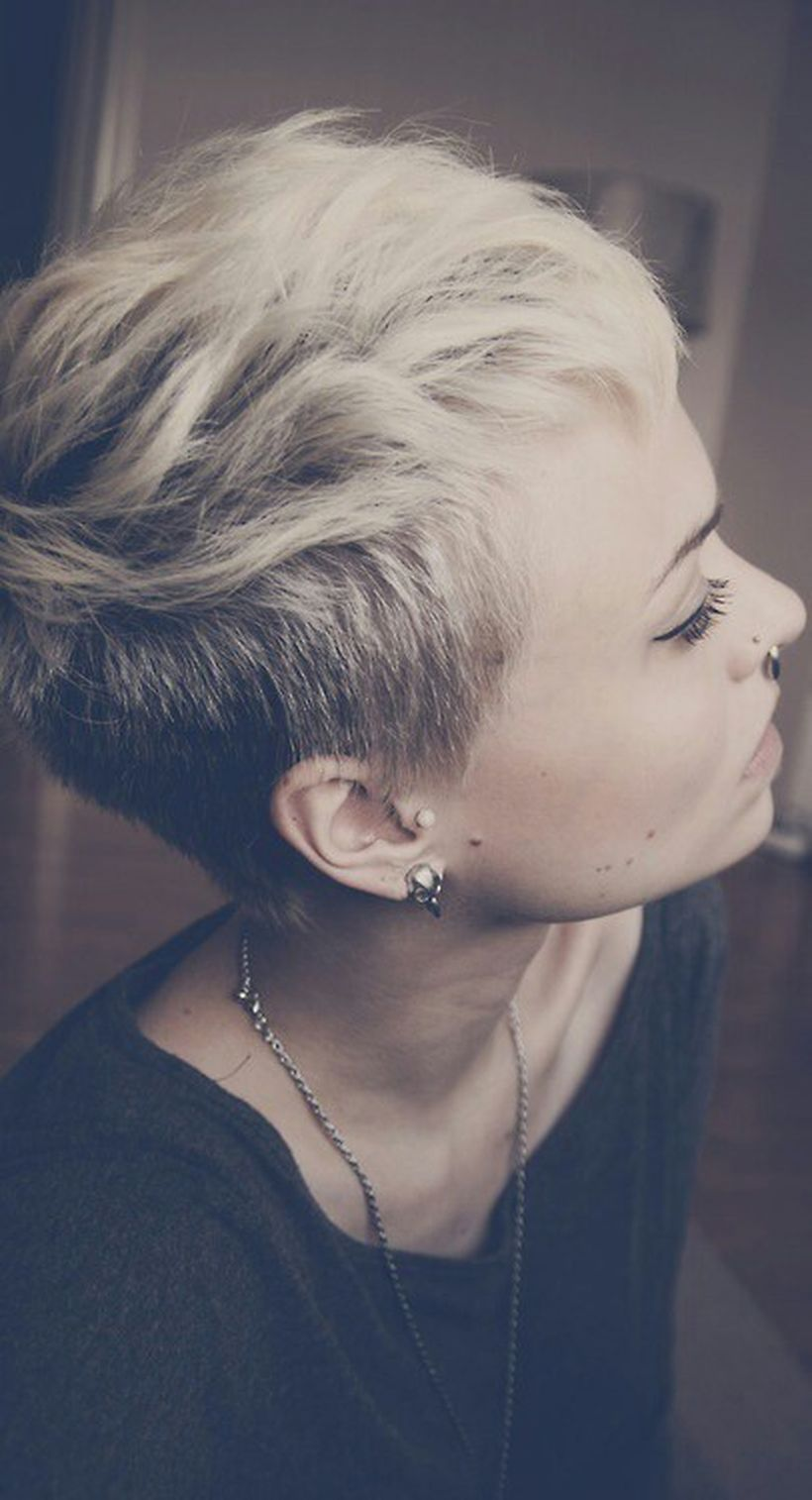 Cool short pixie blonde hairstyle ideas 107