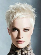 Cool short pixie blonde hairstyle ideas 17