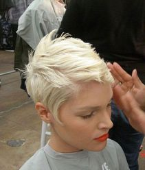 Cool short pixie blonde hairstyle ideas 2