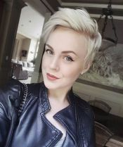 Cool short pixie blonde hairstyle ideas 25