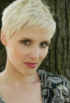 Cool short pixie blonde hairstyle ideas 49
