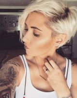 Cool short pixie blonde hairstyle ideas 57