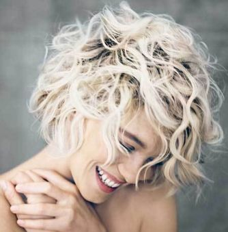 Cool short pixie blonde hairstyle ideas 79