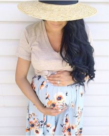 Fashionable maternity outfits ideas for summer and spring 115