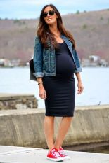 Fashionable maternity outfits ideas for summer and spring 32