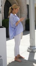 Fashionable maternity outfits ideas for summer and spring 34