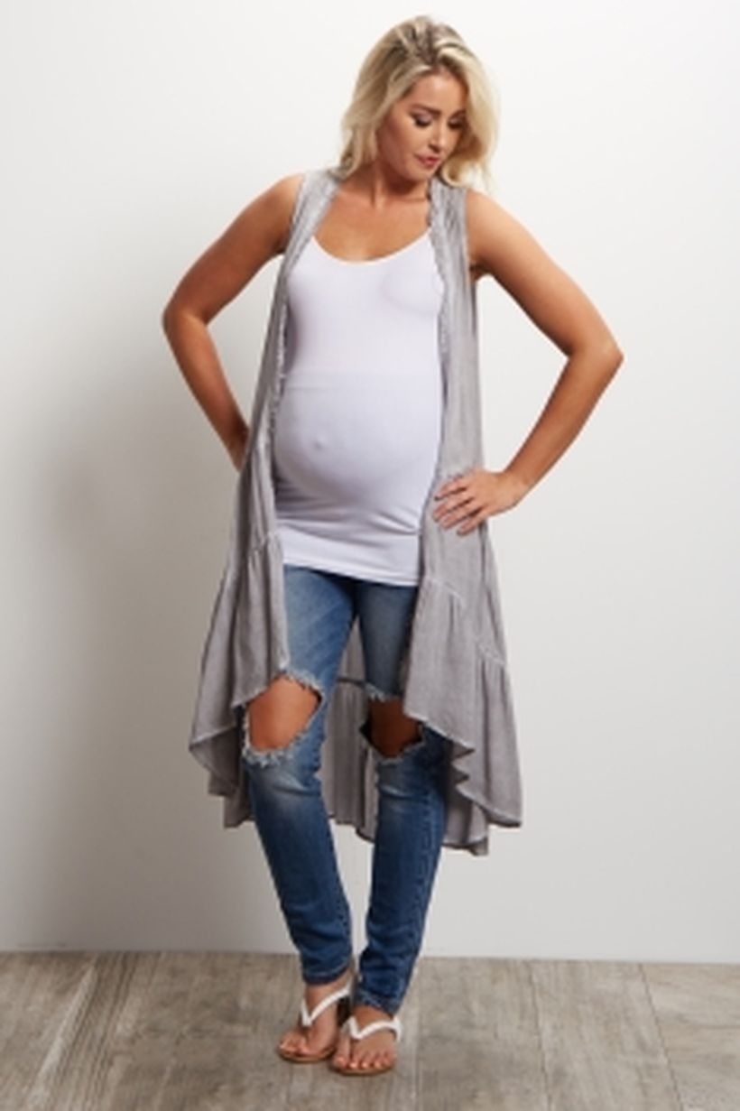Fashionable maternity outfits ideas for summer and spring 44