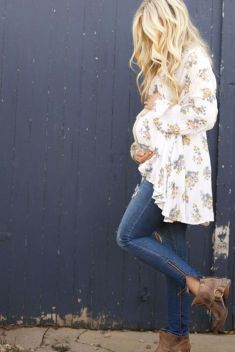 Fashionable maternity outfits ideas for summer and spring 74