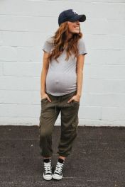Fashionable maternity outfits ideas for summer and spring 79