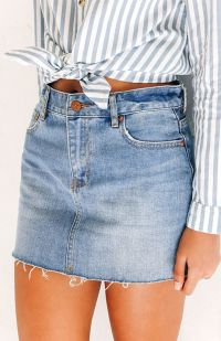 Fashionable skirt outfits ideas that you must try 32