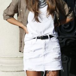 Fashionable white denim skirt outfits ideas 33