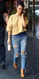 Inspiring simple casual street style outfits ideas 43
