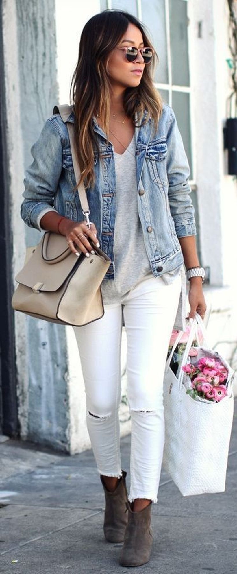 Perfect ways to wear white denim jeans outfits 14