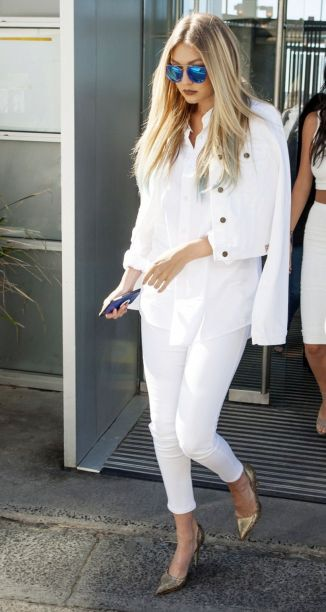 Perfect ways to wear white denim jeans outfits 18