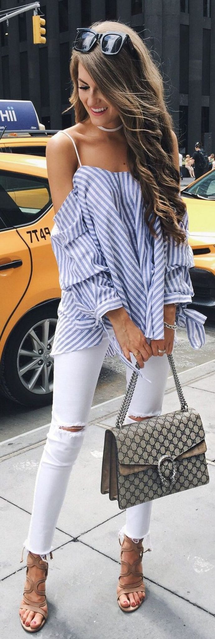 Perfect ways to wear white denim jeans outfits 22
