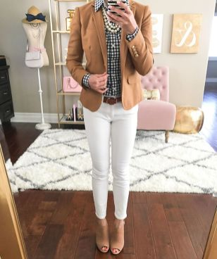 Perfect ways to wear white denim jeans outfits 39