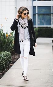Perfect ways to wear white denim jeans outfits 59