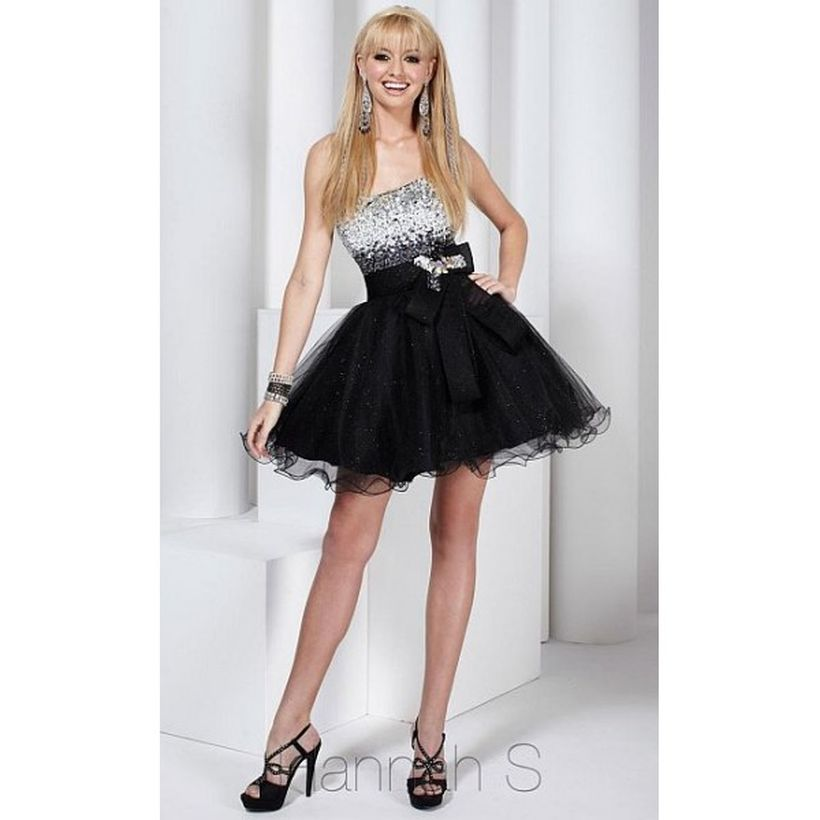 Stunning black short dresses outfits for party ideas 104
