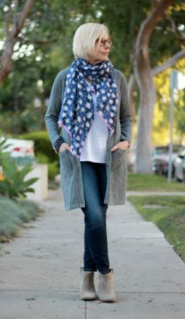 Fashionable over 50 fall outfits ideas 33