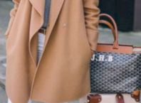 Stylish tote bags for traveling