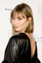 Cool hair style with feathered bangs ideas 26