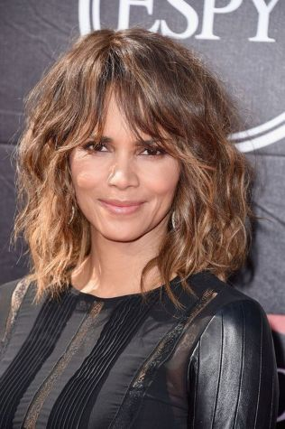 Cool hair style with feathered bangs ideas 28