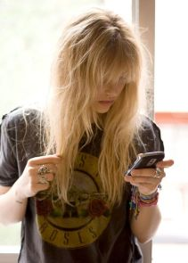 Cool hair style with feathered bangs ideas 47