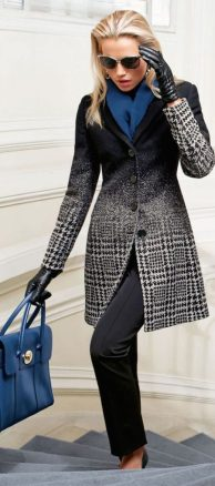 Fashionable scarves for winter outfits 11