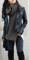Fashionable scarves for winter outfits 13