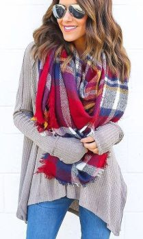 Fashionable scarves for winter outfits 14